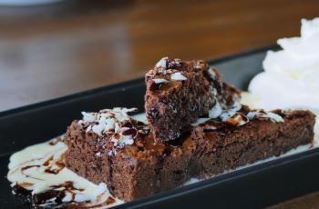 chocolade_chia_cake_minder_slagroom.jpg